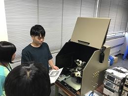 講座風景 チップを顕微鏡で観察