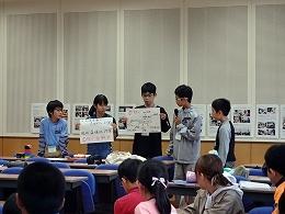 グループワークの結果を発表する受講生