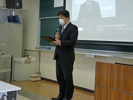 挨拶をする大牟田市教育委員会指導主事